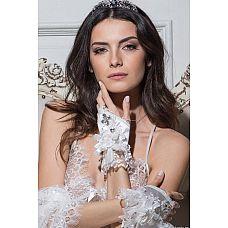 Перчатки-митенки Miss Angelina с роскошной отделкой кружевами и стразами  Перчатки фантазийные атласные, декорированные кружевом, бантом в виде цветка, кристаллами и бисером.
