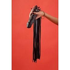 Флоггер с ручкой - фаллосом  Флоггер черного цвета c мягкими хвостами и обтянутой кожей ручкой, выполненной в виде фаллоса. 30 хвостов. Ручная работа.