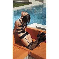 Сексуальный комплект из эластичного трикотажа  Кокетливое бюстье с изящным переплетением плечевых бретелек, тонкие сетчатые чулки и трусики-стринг.