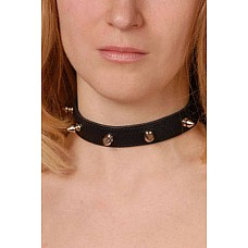 Ошейник с шипами узкий черный  Изготовлен из натуральной кожи с велюровой подкладкой.