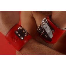 Наручи широкие (красные)  Наручи широкие(красные). Широкие наручники застегиваются на 2 пряжки. Ширина – 7 см. Подкладка : синтетическая пена обтянутая мягкой кожей или замшей. Прилагается карабин. Кожа красная.
