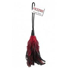 Пуховка для щекотания Feather Tickler  Обольстите своего возлюбленного с роскошным чувством бархатно-мягких перьев! Позвольте соблазнительным перьям дразнить и щекотать Ваше воображение с каждым любящим ударом.