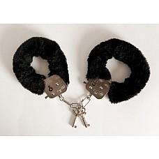 Наручники черные 6см  Чтобы привнести перчик в ваши отношения, нужны лишь они – эти наручники с чёрной опушкой на браслетах. <br><br> Надёжно зафиксировав руки партнёра, вы сможете подвергнуть его сладострастным пыткам. И он ничего не сможет сделать -  в этом и прелесть! <br><br> Изысканные ласки, чувственные (а местами и неожиданные) прикосновения, неприкрытое доминирование… возбуждает!