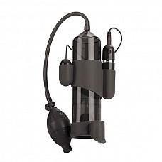 Вакуумная мужская помпа с вибрацией  Эта помпа имеет 10 функций вибраций, пульсаций. Силиконовый съемный уплотнитель создает ощущение живой руки. Сама колба бесшовная с автоматической кнопкой для стравливания воздуха. <br><br>Размер; 20,25 см х 5,75 см (цилиндр) 5 см х 2,5 см (пуля). <br>Требует 2 батарейки типа AAA (в комплект не входят).