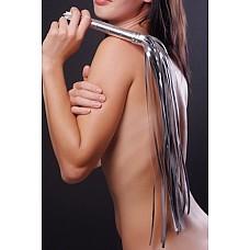 Плеть серебристая  Гладкая плеть (флоггер) изготовлена из искусственной кожи.