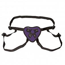 Трусики с фиолетовым сердечком для страпона  Трусики-джоки с регулирующимся с помощью пряжек Размером. На фиолетовом мягком сердце - 2 кольца разного Размера для крепления стимуляторов.
