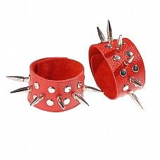 Напульсники кожаные красные с шипами и заклепками 3058-2  Изготовлены из натуральной кожи.