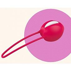 """Красный вагинальный шарик Smartballs Uno  Вагинальные шарики SMARTBALLS UNO рекомендованы гинекологами. Они укрепляют мускулатуру нижнего таза, способствуют профилактике недержания. Удобное введение шарика обеспечено благодаря выемки """"easy-in""""."""