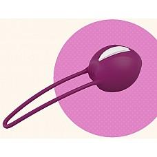 """Фиолетовый вагинальный шарик Smartballs Uno  Вагинальные шарики SMARTBALLS UNO рекомендованы гинекологами. Они укрепляют мускулатуру нижнего таза, способствуют профилактике недержания. Удобное введение шарика обеспечено благодаря выемки """"easy-in""""."""