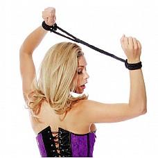 Черная шелковая веревка FF LOVE CUFFS BLACK  Шелковые бондажные наручники - идеальный аксессуар как для новичков, так и ценителей БДСМ. Очень мягкие, не травмируют и не натирают в момент использования. Просто обхватите запястья или лодыжки веревкой, затяните крепеж-тюльпан и Вы узнаете кто главный.