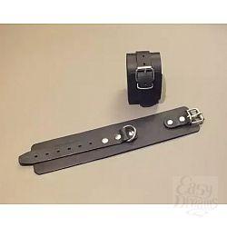 Широкие кожаные наручники универсального размера