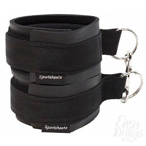 Фотография 1:  Чёрные манжеты на запястья с соединительным карабином Sports Cuffs