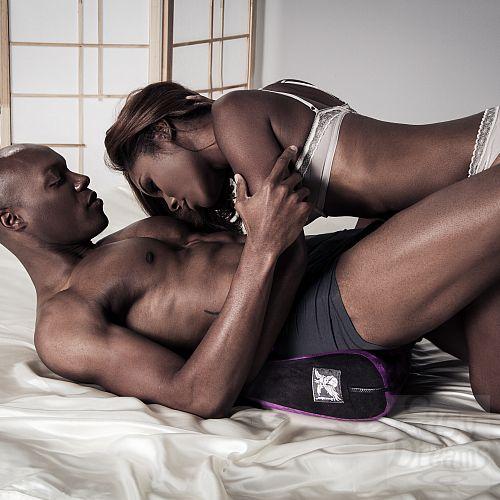 Фотография 7 LIBERATOR Liberator Retail Jaz - подушка для любви малая, Черный