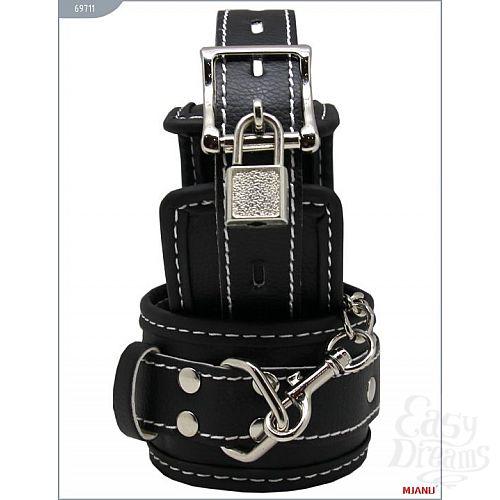 Фотография 1:  Чёрные наручники на мягкой подкладке с фиксацией