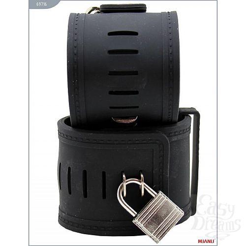 Фотография 3  Чёрные силиконовые наручники с фиксацией