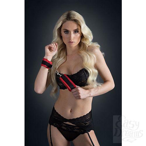 Фотография 2  Красно-чёрные полиуретановые наручники Luxurious Handcuffs
